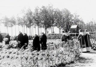 Procession des Rogations avec reliques dans un monastère
