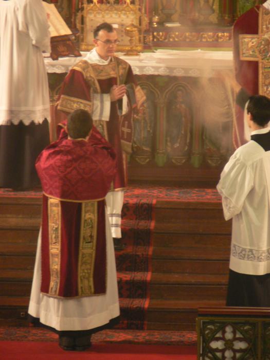 Abbé Iborra, encensé lors de la dernière fête de saint Eugène, novembre 2007