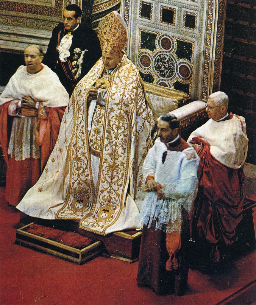 Jean XXIII avec deux cardinaux en cappa