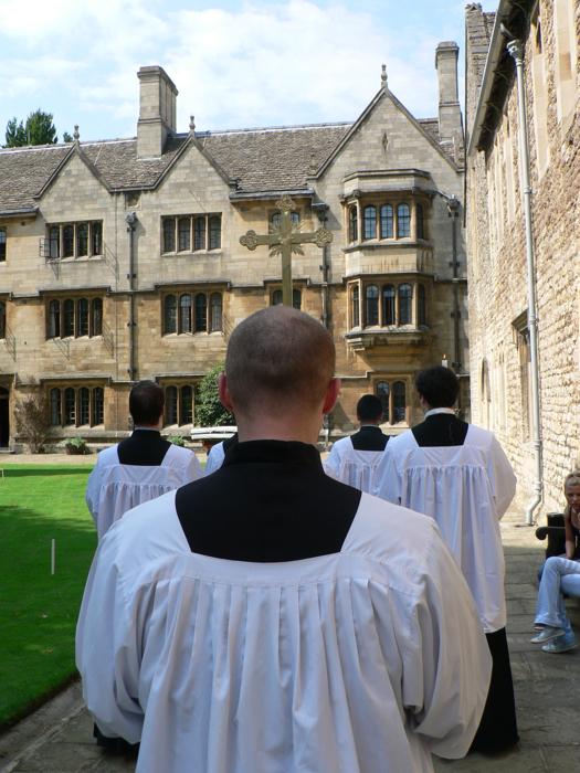 A Merton, procession de la messe