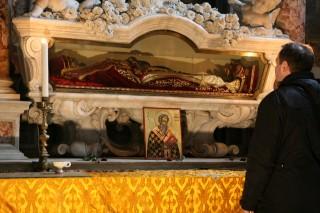 Reliques de saint Jean l'Aumônier dans une chapelle à droite du chœur de l'Église San Giovanni in Bragora à Venise
