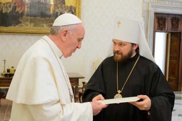 Sa Sainteté le Pape François avec le Métropolite Hilarion