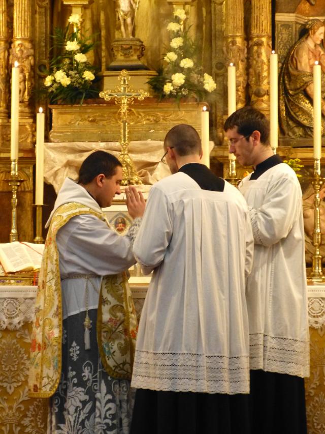 Imposition de l'encens à l'offertoire