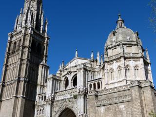 Cathédrale de Tolède : la Chapelle Mozarabe de Corpus Christi se trouve sous la coupole de droite