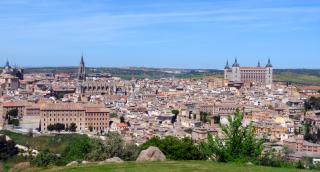 Vue de la vieille ville de Tolède : la cathédrale et l'Alcazar