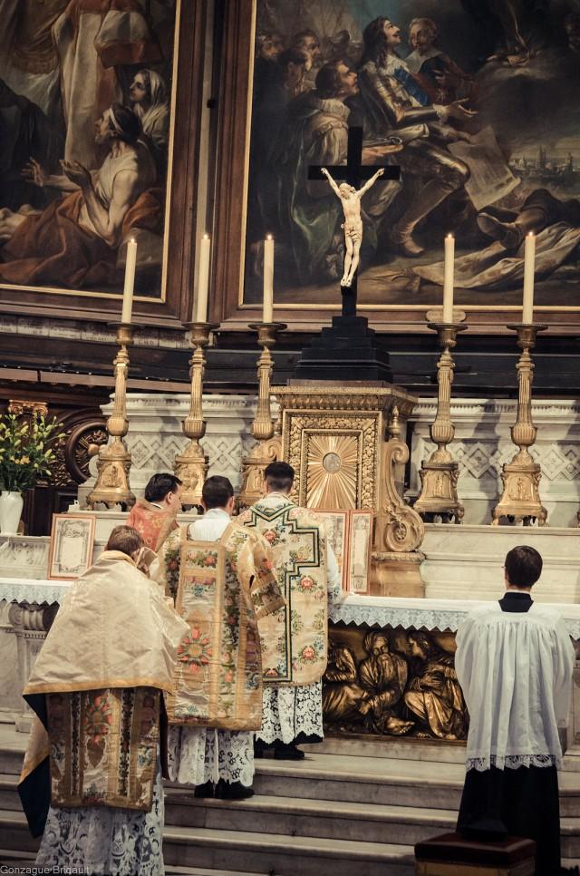 1ère messe de M. l'Abbé Lacroix, fssp, à Notre-Dame-des-Victoires, le 3 août 2013 : dialogue de la préface