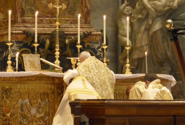 Adoration du Corps du Christ après la Consécration