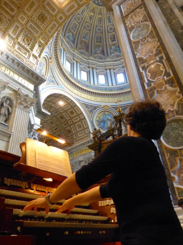Anne Foulard aux orgues de la Basilique Saint-Pierre