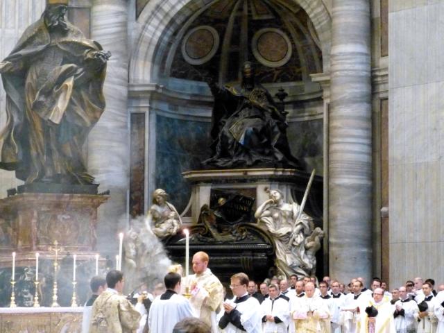 Chant de l'évangile par le diacre (1)
