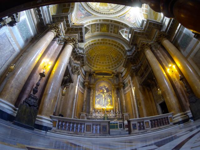 Choeur de l'église de la Très-Sainte-Trinité des Pèlerins à Rome (FSSP)