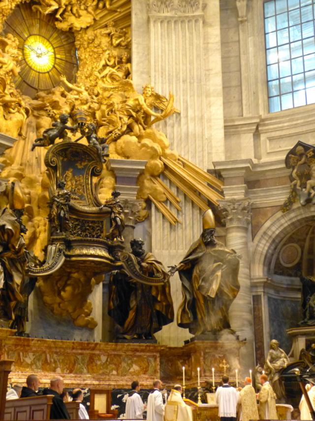 Encensements de l'offertoire sous le reliquaire de la chaire de saint Pierre