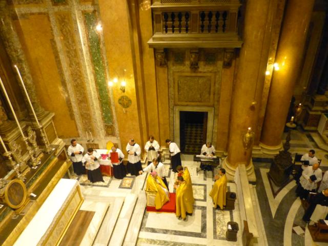 Habillement du pontife au faldistoire