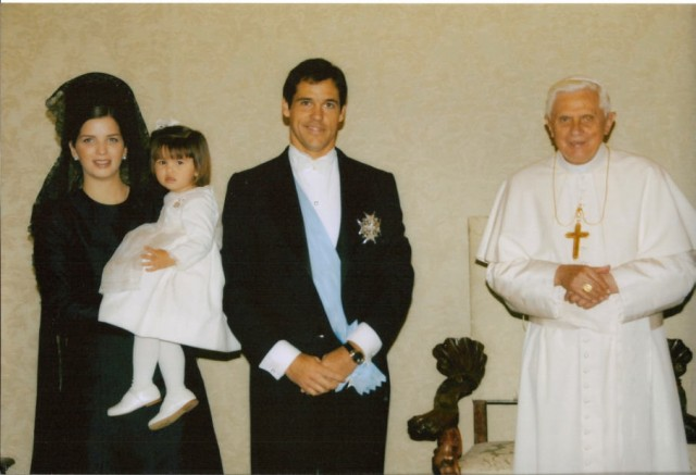Le duc & la duchesse d'Anjou avec Sa Sainteté le Pape Benoît XVI