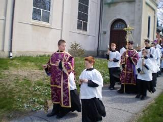 Procession des rameaux selon l'usage de Braga : notez les tuniques du thuriféraire & du porte-croix