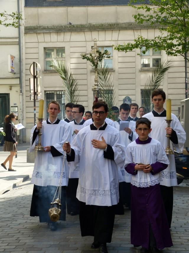 Rameaux 2014 - procession des rameaux dans la rue Sainte-Cécile