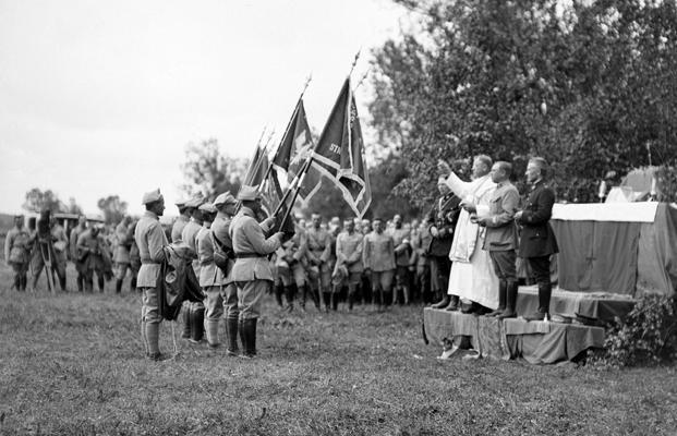 22 juin 1918 - bénédiction des drapeaux polonais dans le bois de Beaulieu, Aube - photographe - Auguste Goulden