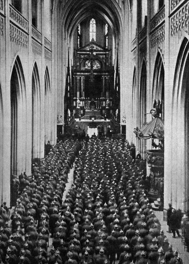 Des troupes allemandes assistent à la messe dans la cathédrale belge d'Anvers - New York Times du 21 mars 1915