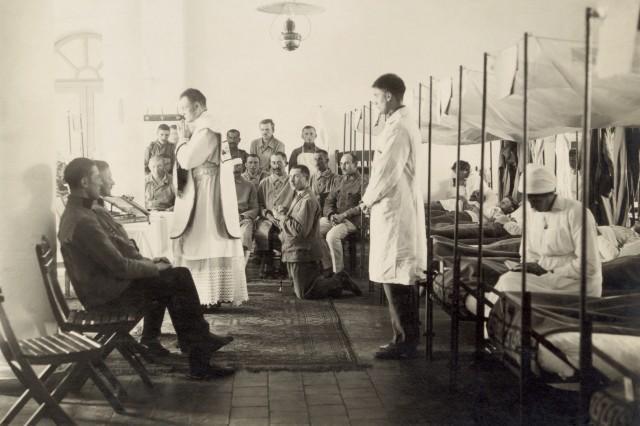 La messe dans un hôpital militaire autrichien en 1916