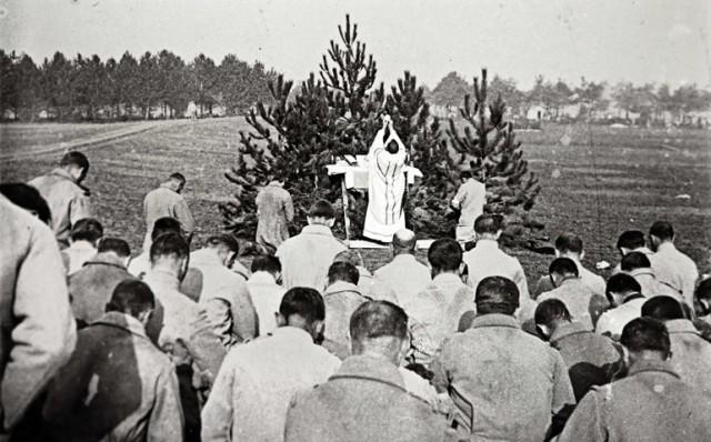 La sainte messe pour les troupes françaises sur le front de Champagne en 1915 - Collection Odette Carrez