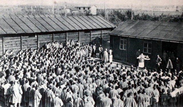 Messe célébrée pour des prisonniers de guerre autrichiens - Illustrated War News, Vol. 1, Illustrated London News and Sketch, London, 1916
