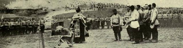 Un prêtre russe célèbre la divine liturgie en 1915 pour les troupes russes - The War Illustrated Album DeLuxe, Vol. 1; Amalgamated Press, London, 1915