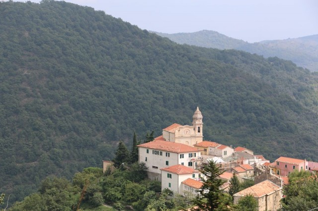 01 - Perdu dans les montagnes ligures, le village de Villatalla, non loin d'Imperia