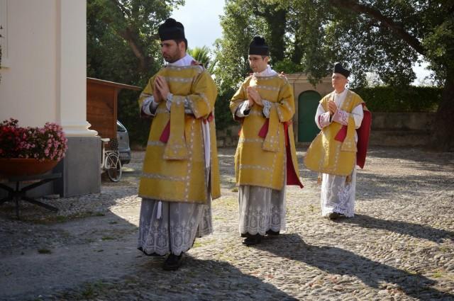 10 - Procession d'entrée de la messe des 7 joies de la Vierge