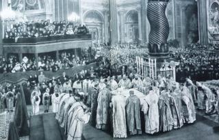 Le patriarche grec-melkite catholique Maximos IV célèbre la divine liturgie de saint Jean Chrysostome à Saint-Pierre du Vatican en 1954