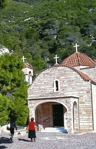 Eglise du nouveau monastère Saint-Patapios sur le mont Geraneia