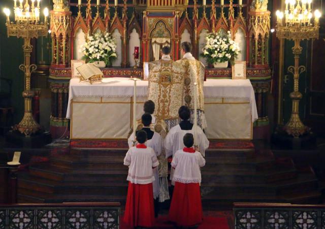Messe de la solennité de l'Epiphanie - procession de l'Evangile.