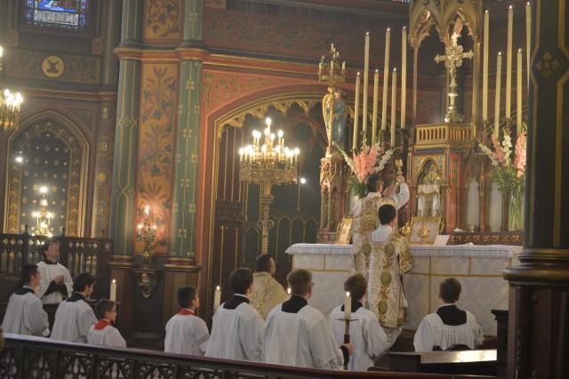 04-Messe de la Fête-Dieu - Elévation du Sang du Seigneur