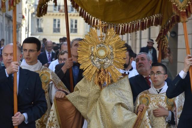 23-Procession de la Fête-Dieu