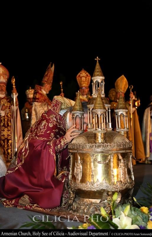04-Consécration du saint myron par Aram Ier