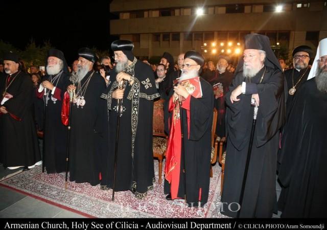 12-Consécration du saint myron par Aram Ier