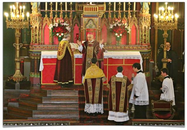 Messe pontificale de Mgr Batut - à l'Orate fratres.