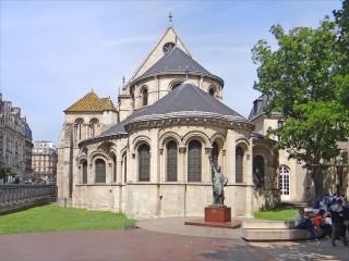 Le chevet de Saint-Martin-des-Champs - chefs d'œuvre du roman tardif du XIIème siècle.