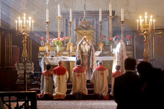 Messe dans le rit arménien - cathédrale arménienne catholique Sainte-Croix de Paris.