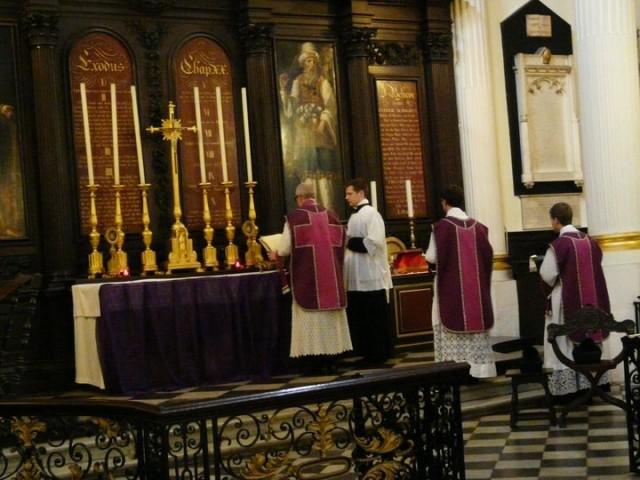 Vigile de la Pentecôte à Saint Magnus, paroisse anglicane de Londres.