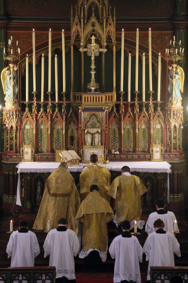 Adoration du Corps du Seigneur.