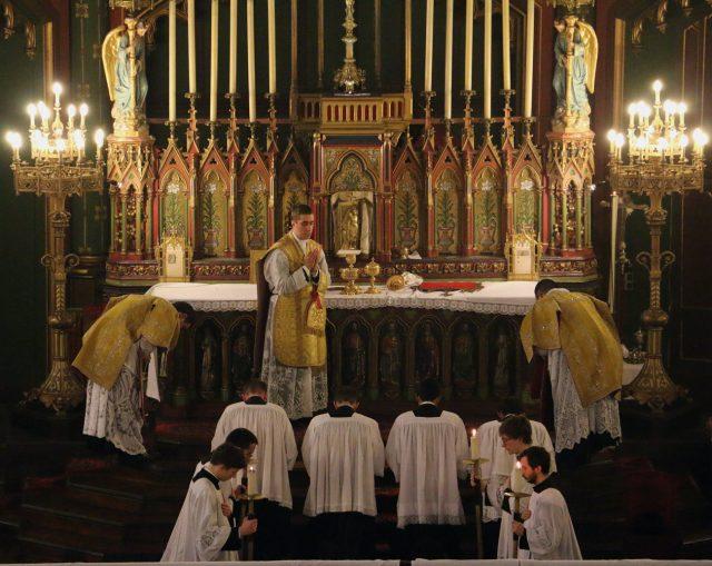Indulgentiam du célébrant avant la communion des fidèles.