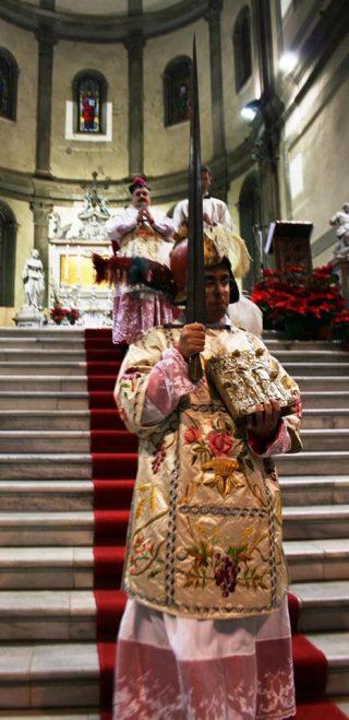 Le diacre patriarchin arme du heaume et de l epee le jour de l Epiphanie