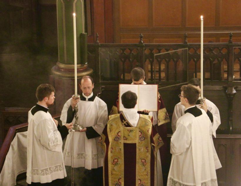 Fête du Précieux Sang -  Chant de l'évangile par le diacre.