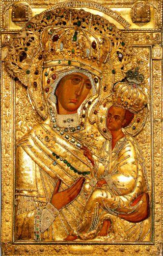 Icône de la Mère de Dieu de Tikhvine avec son riza (revêtement précieux).