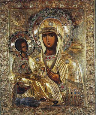 Icône de la Mère de Dieu Tricherousa (à 3 mains), patronne de la Serbie, du monastère serbe de Chilandar au Mont-Athos. Elle est une copie ancienne de l'icône devant laquelle saint Jean Damascène avait imploré la Mère de Dieu après son imputation de la main.