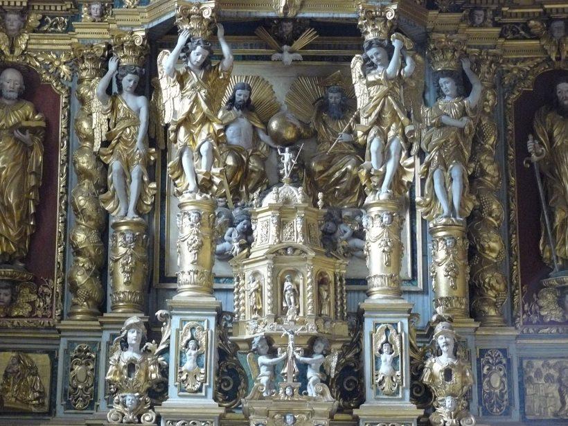 Pesey-Nancroix, église de la Trinité : le centre du retable majeur.