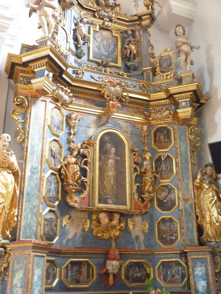 Hauteville-Gondon : le retable du Rosaire.