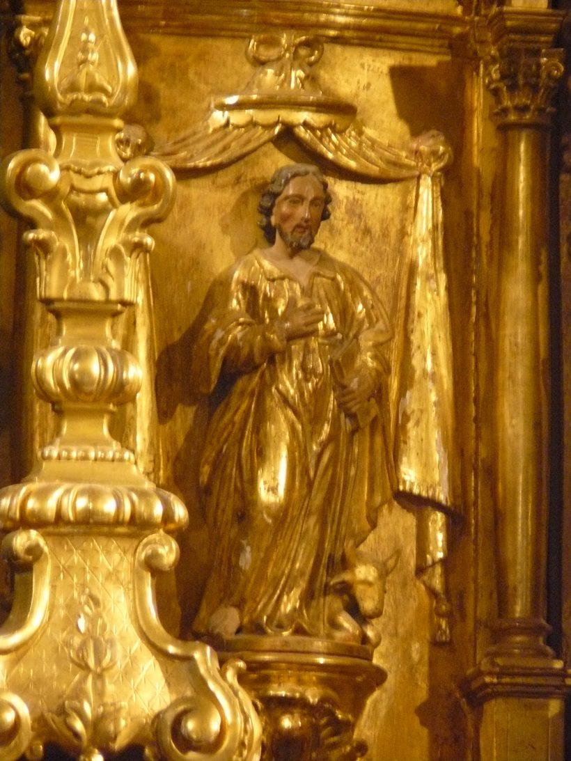 Notre-Dame de l'Assomption à Valloire :  coté du tabernacle, saint Matthieu.