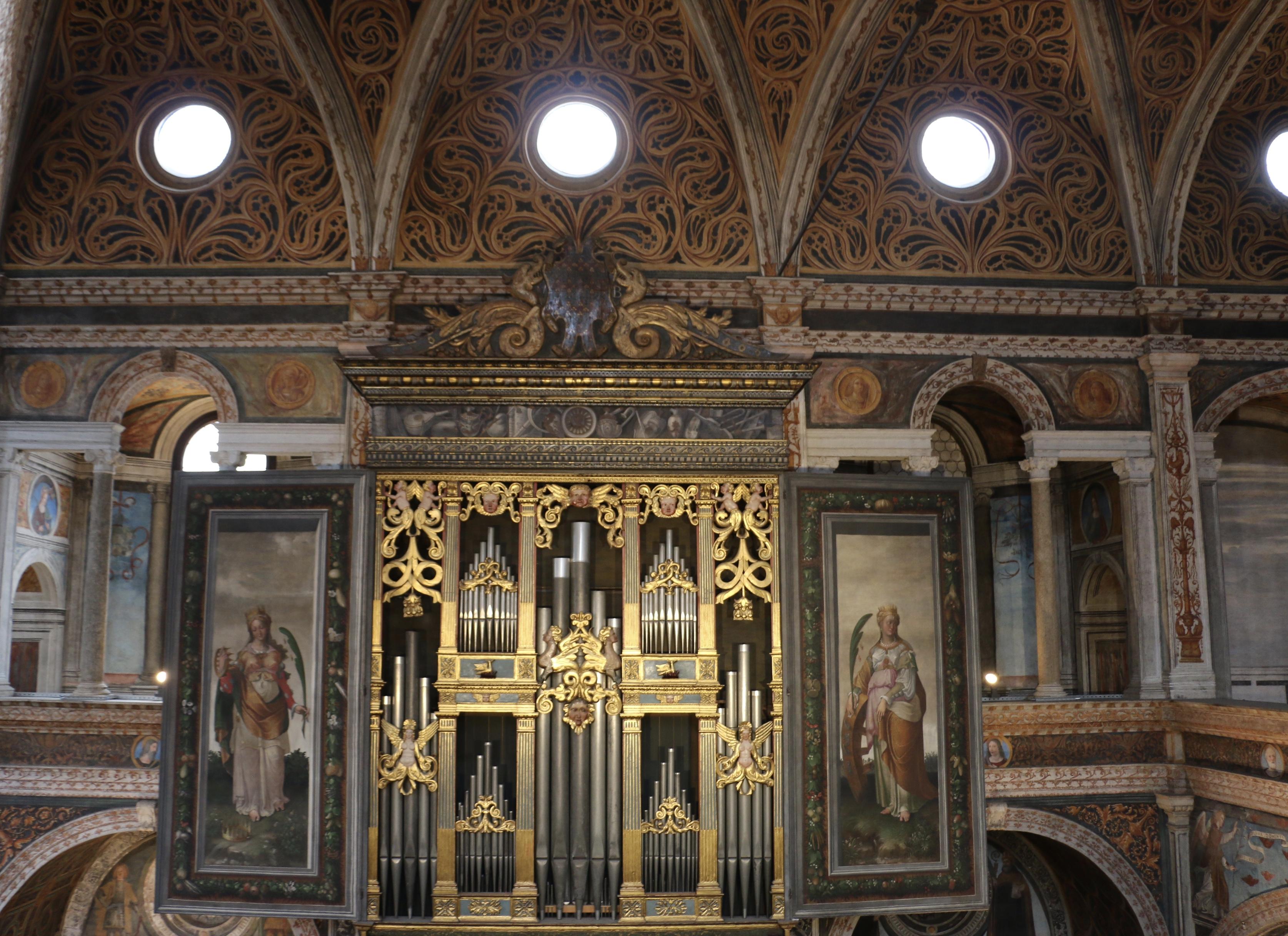 L'orgue commandé en 1554 à Gian Giacomo Antegnati est le plus ancien conservé de nos jours à Milan
