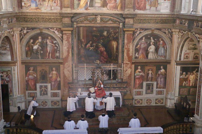 San Maurizio al Monastero Maggiore : messe ambrosienne traditionnelle : élévation du Sang du Seigneur