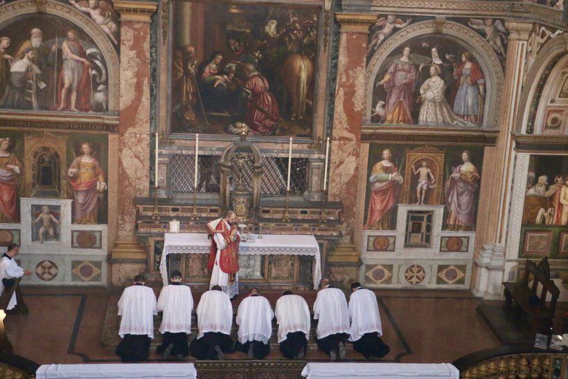 San Maurizio al Monastero Maggiore : messe ambrosienne traditionnelle : avant la communion
